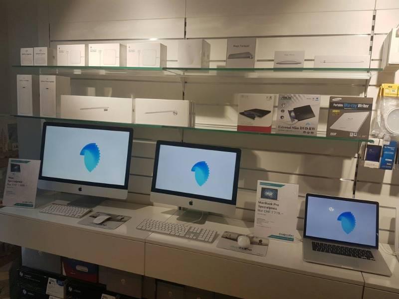 Ausstellungsbereich mit Apple Produkten